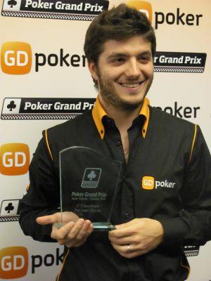 Rocco Palumbo con il trofeo appena vinto