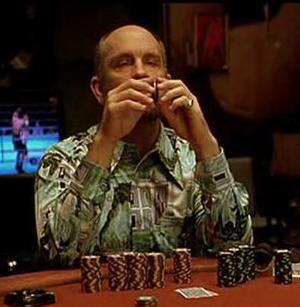 Jonh Malkovich/TeddyKGB nella celebre sequenza di 'Rounders'