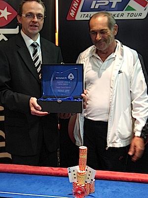 Laszlo Bensenyi (a destra) durante la premiazione