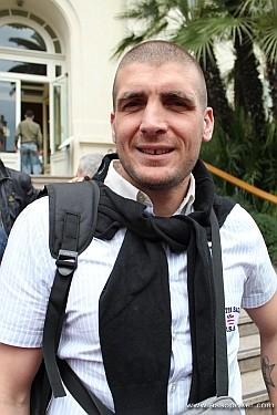 Salvatore Erittu di fronte al Casinò di Sanremo