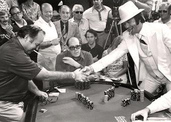 WSOP 1976 al Binion's, una stretta di mano sotto l'occhio vigile di Doyle Brunson