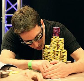 Scott Baumstein, uno sguardo all'enorme pila di chips