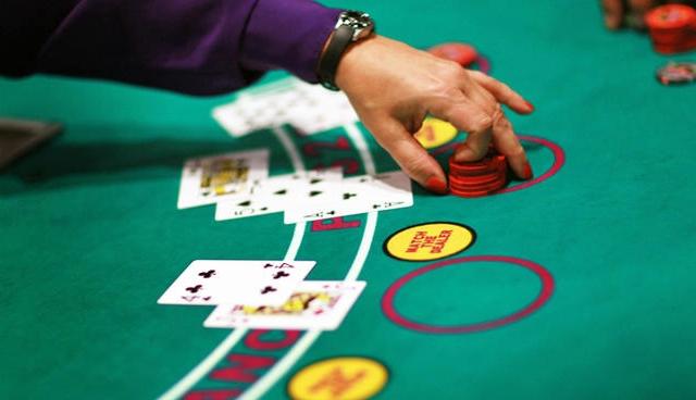 Il vecchio gambler è stato sorpreso durante una sessione di blackjack
