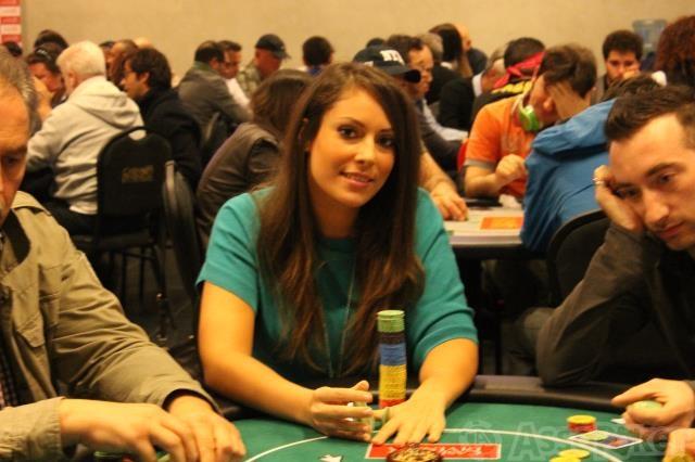 Francesca Pacini si è qualificata per il day 2 con oltre 100.000 chips