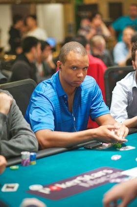 Phil Ivey a Macao ripreso dai fotografi di PokerStars