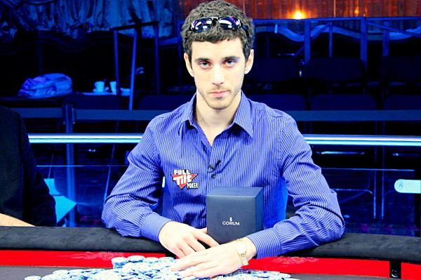 Un Dario Alioto 23enne dopo la conquista del braccialetto WSOPE nel 2007