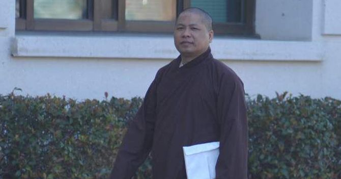 Khang Nguyen al suo arrivo al tribunale federale di Lafayette per una delle udienze