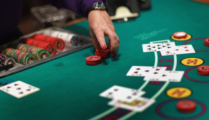 hole-card-game-2
