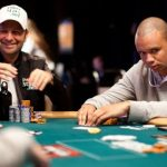 Daniel Negreanu con Phil Ivey a un tavolo WSOP di qualche anno fa