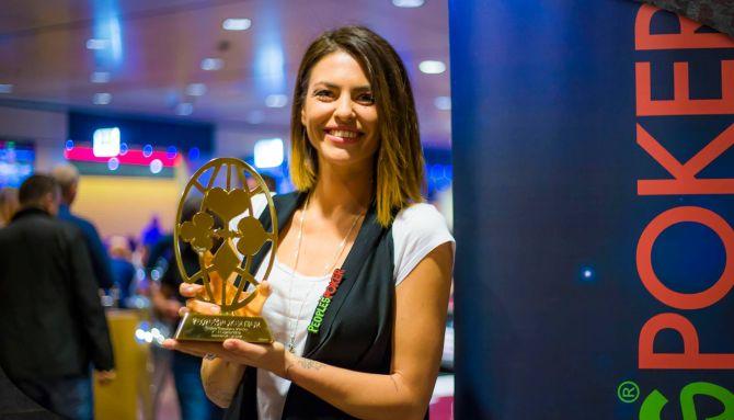 Pamela Camassa con il P-Globe all'ultimo PPTour Campione (foto Youpoker)