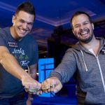 Ryan Fee e Doug Polk dopo la vittoria dell'evento Tag Team alle WSOP 2016