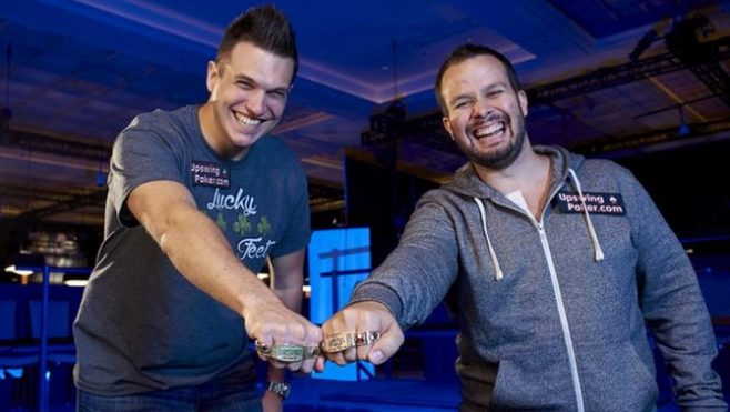 Ryan Fee e Doug Polk dopo la vittoria dell'evento Tag Team alle WSOP 2016