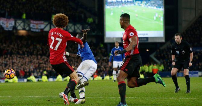 Un momento chiave per lo scommettitore di cui vi parliamo in questo articolo: Fellaini commette fallo all'88' e permette all'Everton di segnare l'1-1 dal rigore
