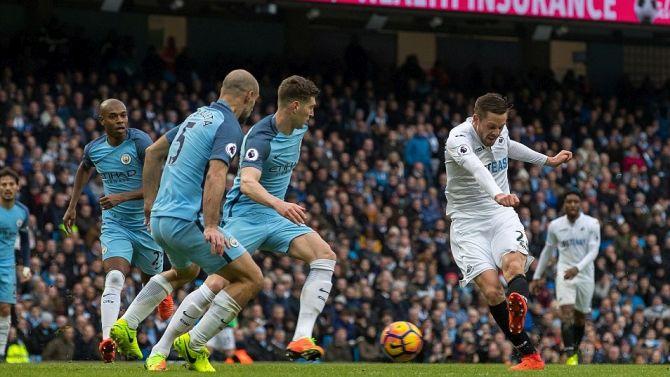 Il goal di Gylfi Sigurdsson ha fatto esultare i tifosi dello Swansea e lo scommettitore di Reggio Emilia
