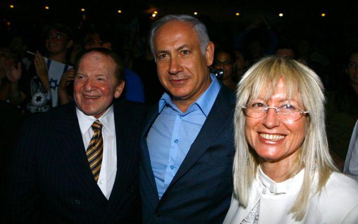 Sheldon Adelson in compagnia del premier israeliano Netanyahu e di sua moglie