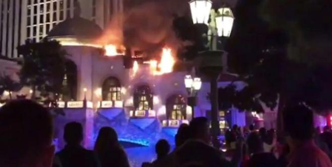 Las Vegas, in fiamme il tetto del casinò dell'hotel Bellagio