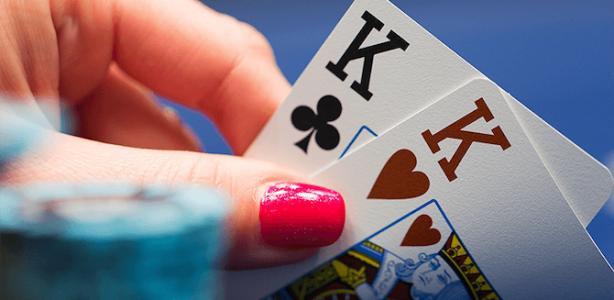 mostrare le proprie carte nel poker texas hold'em