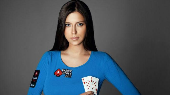 Morta giocatrice di poker, folgorata dal suo smartphone in bagno