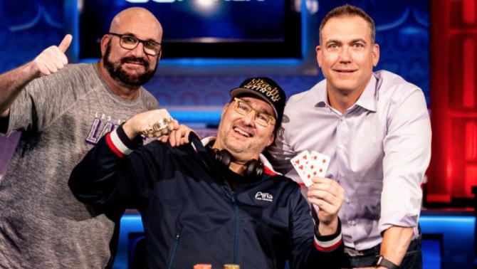 Phil Hellmuth con Mike Matusow e Brian Balsbaugh (Courtesy Pokernews & Melissa Haereiti)