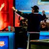 Phil Hellmuth festeggia con l'amico Mike Matusow (Courtesy of Melissa Haereiti - PokerNews)